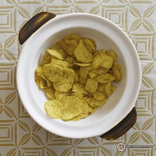 #2521: Nissin Cup Noodles Potato Chips Black Pepper Crab Flavour - Singapore - The Ramen Rater